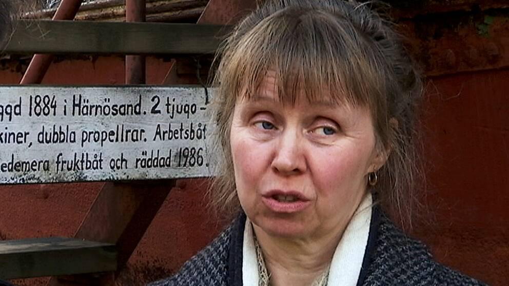 Karin Skoglund, ordförande i stiftelsen Mannaminne, är besviken över det hon menar är kulturministerns ointresse för Anders Åbergs skapelse i Nordingrå. Men Mannaminne ska vara öppet även den här sommaren: -Vi får göra som vanligt, suga på ramarna, säger hon