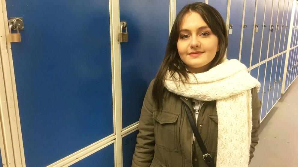 Här tackar Vartohy Khashatorian sin förra lärare Karina Gutierrez