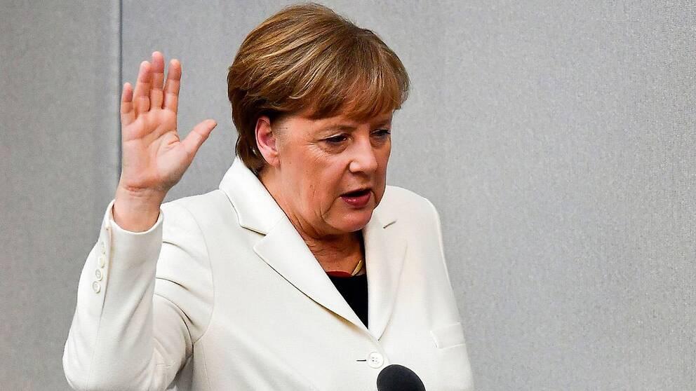 För fjärde gången svor Angela Merkel eden som Tysklands förbundskansler.