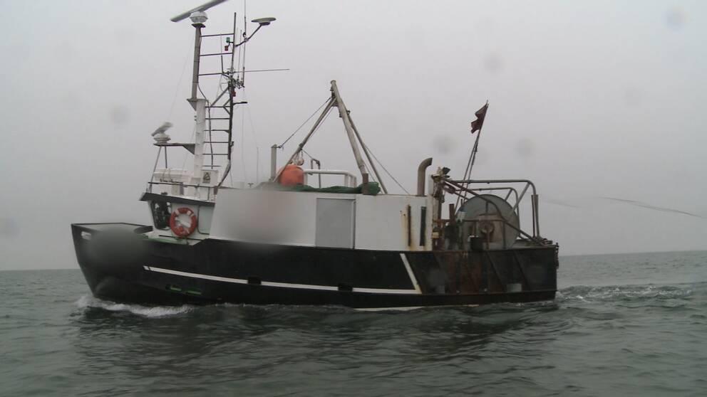 Den danska fiskebåten ute i Öresund.