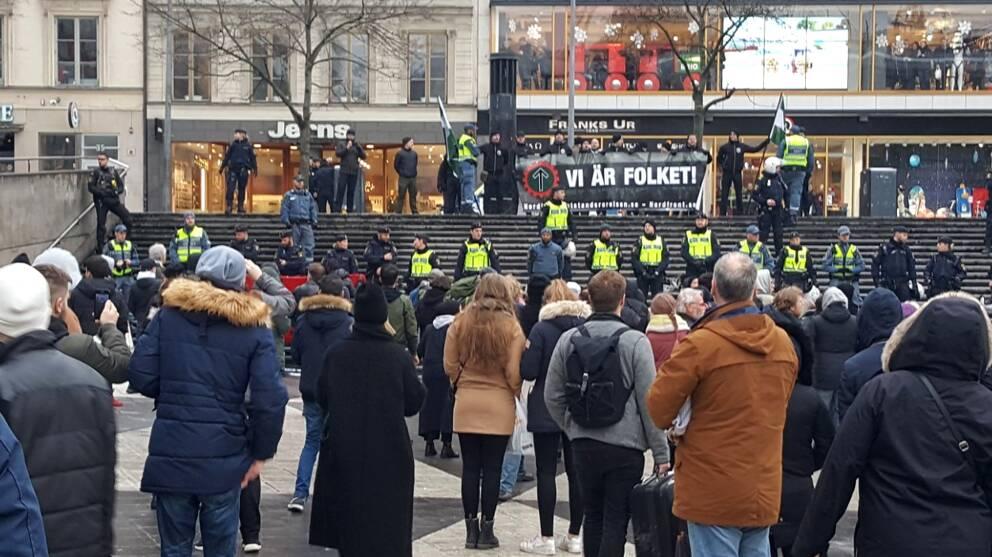 Sergels torg precis efter att alla har blivit ivägkörda från Drottninggatan.
