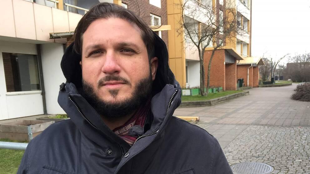 Luciano Bladson är talesperson för Sveriges Romska Moderna Parti.