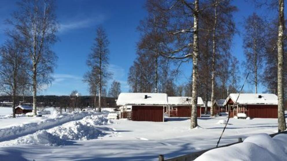 Sol och snö över Säters camping i Dalarna, inte direkt någon vår i sikte – med väl en värmande sol, konstaterar Rolf Nilsson.