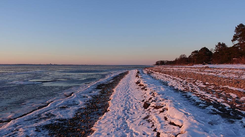 Kalmarsund och stranden i Stora Frö på Öland. 18 mars.