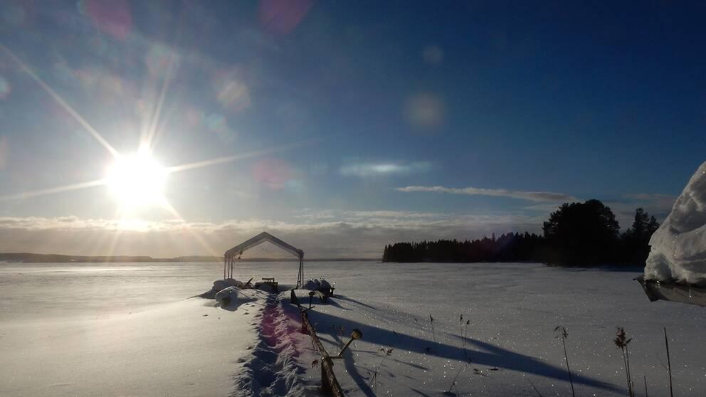 Vårdagljämningen började på bästa sätt med sol o kallgrader!Men det mulnar nu på och snön hänger i luften!Månstaviken Jämtland