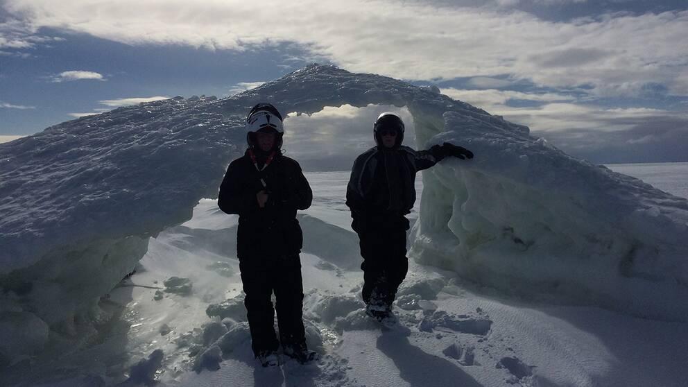 Gunnar Lundström var på väg över isen, utanför pite Rönnskär då dom hittade detta väderfenomen, ett snödrev.