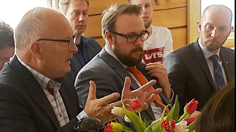 Sten-Ove Danielsson (S) var ganska nöjd med partikamraten Buchts stödpaket.  – Ja, som en början, men jag hoppas det kommer mer, sa han när landsbygdsministern besökte hans kommun idag.