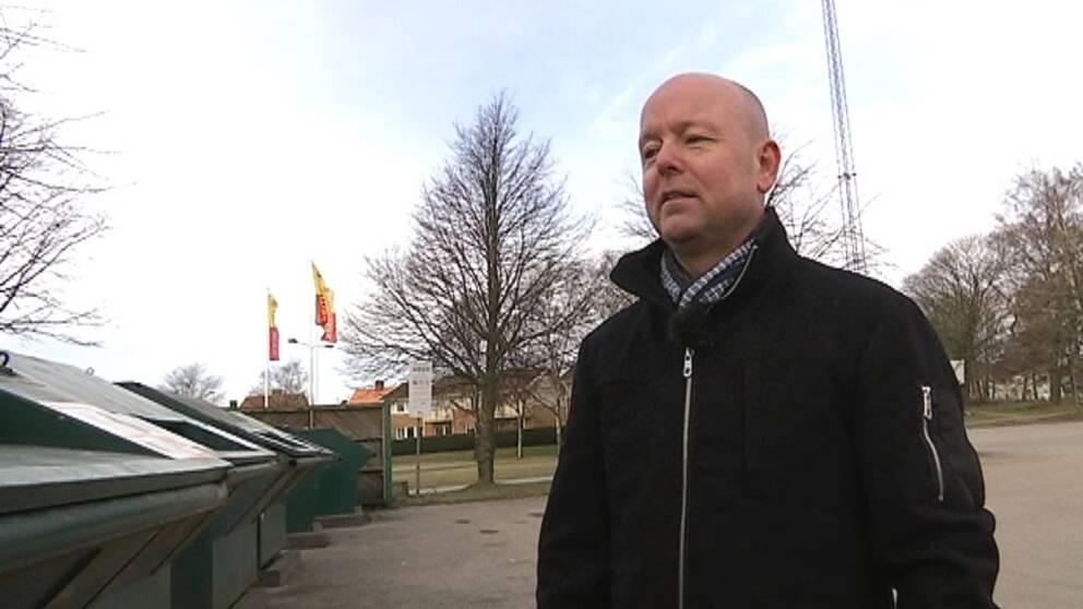 Regionschefen Magnus Örnborg berättar om det värsta han har sett vid en av deras återvinningsstationer.