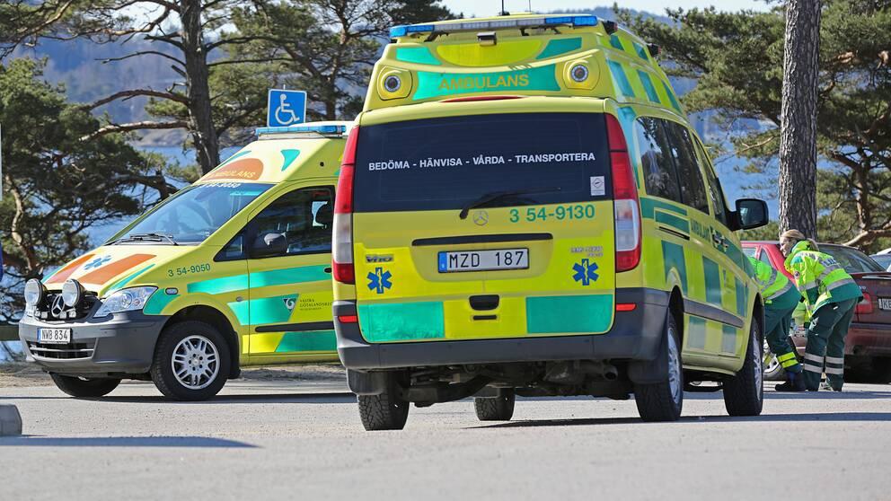 Man och tva barn skadade i singelolycka