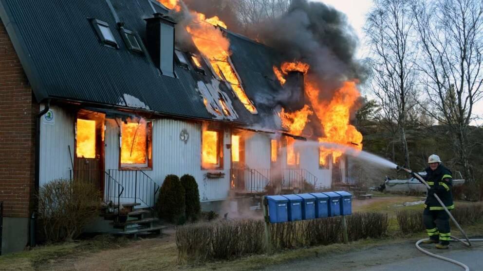 Misstankt mordbrand i radhuslanga