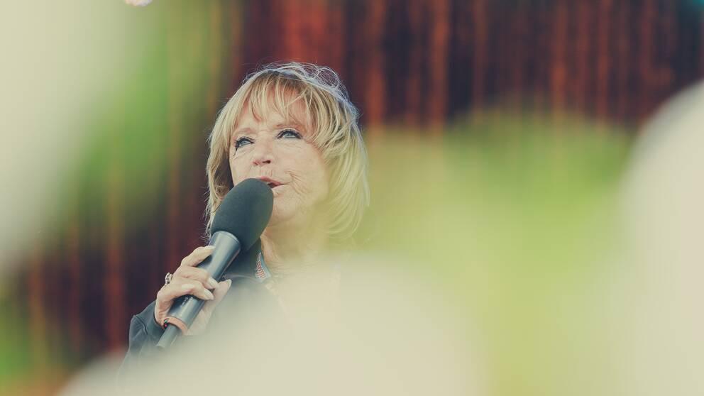 Lill-Babs deltog många gånger i sitt liv under Allsång på Skansen. Här är när hon var med i augusti 2016.