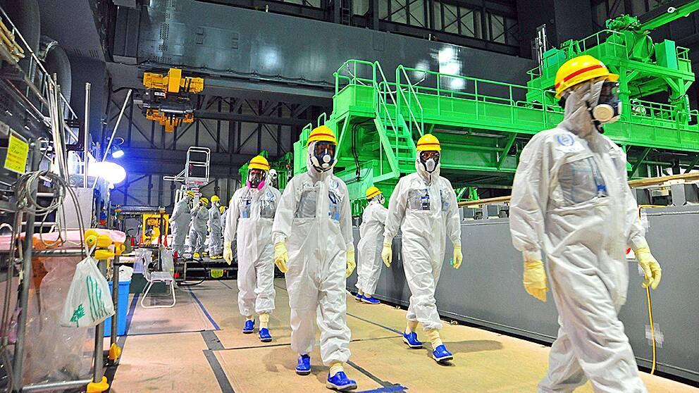 IAEA (Internationella atomenergiorganet) inspekterar det havererade kärnkraftverket i Fukushima, Japan i november 2013.