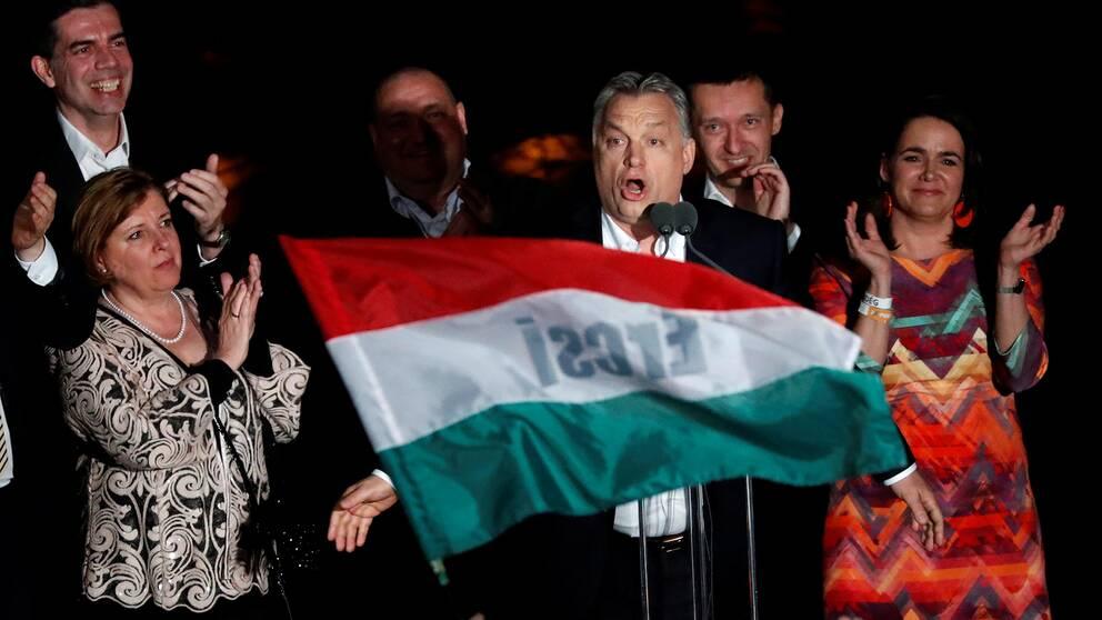 Ungerns premiärminister Viktor Orbán, och hans regeringsparti Fidesz segrar i valet.