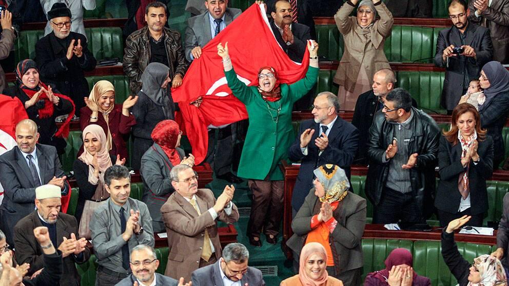 Jubel när Tunisiens nya grundlag antogs