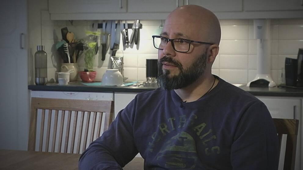Robert Bubini från Stockholm har blivit lurad av bedragare som utnyttjar bank-id.