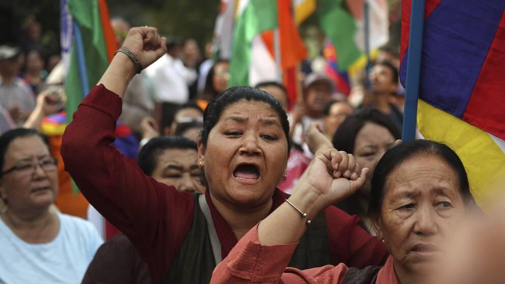 Exiltibetaner i Indien demonstrerar mot Kinas regering förra månaden. De har inget med det svenska åtalet att göra.