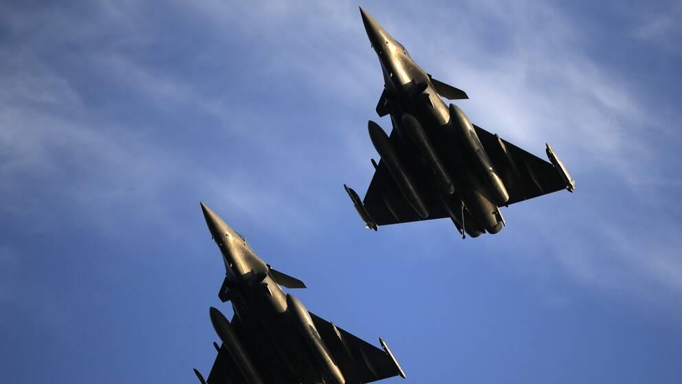 Franska stridsflygplan vid en insats i Syrien 2016.