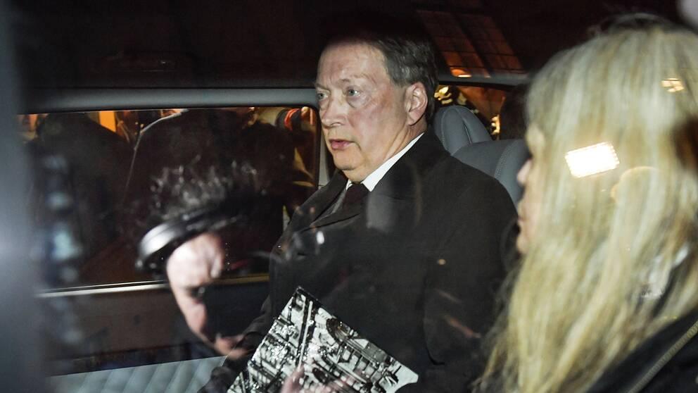 Horace Engdahl, ledamot i Svenska Akademien, på väg från det sammanträde som hölls i Börshuset i Stockholm under torsdagen.