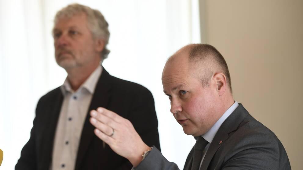 Justitieminister Morgan Johansson och digitaliseringsminister Peter Eriksson efter mötet med internetgiganterna och tidningsutgivarna