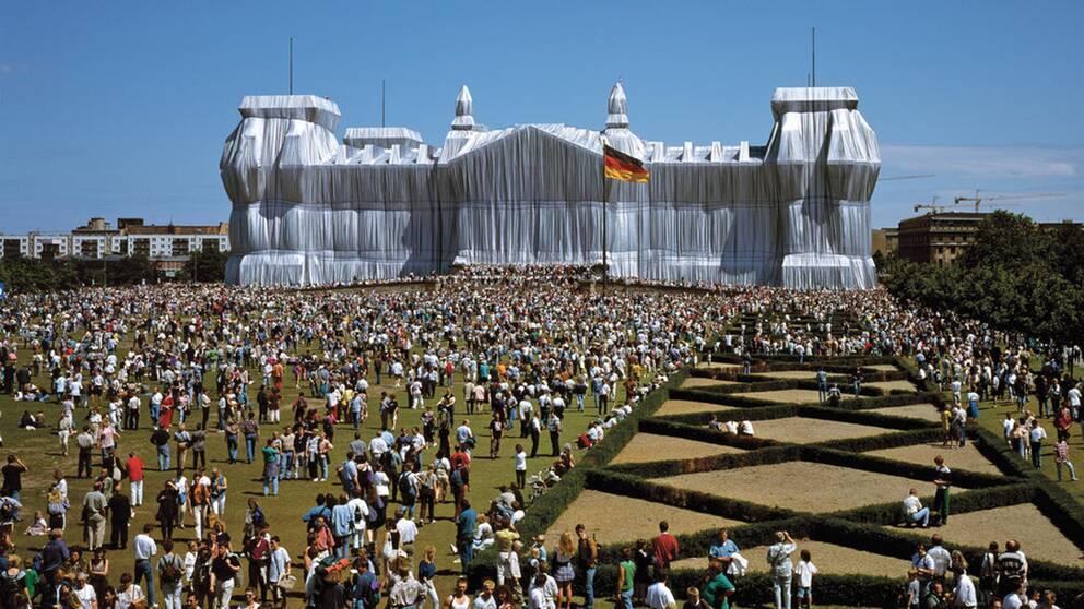 Det blev folkfest i Berlin när det gamla riksdagshuset förvandlades till ett av Christos och Jeanne-Claudes mest omtalade verk.
