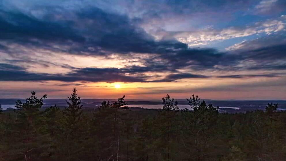 Se Rolands film på solnedgången från Storkasberget i Arvika