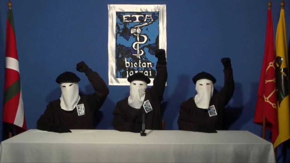 Arkivbild på tre ETA-medlemmar publicerad 2011.