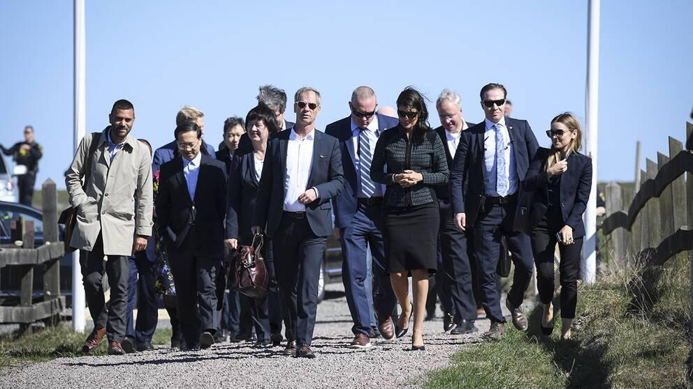 Medlemmar av FN:s säkerhetsråd anländer till Dag Hammarskjölds Backåkra inför lördagens möte om Syrien med FN:s generalsekreterare och säkerhetsrådet.