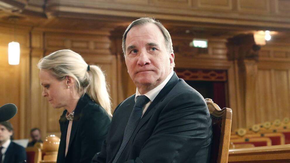 Konstitutionsutskottet håller utfrågningar med statsminister Stefan Löfven (S) i flertal ärenden, bland annat om Transportstyrelsens it-upphandling i Andrakammarsalen i Riksdagshuset.