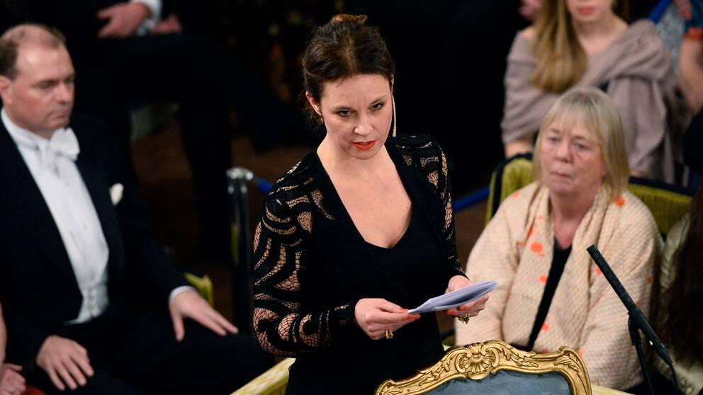 Sara Stridsberg håller tal vid Svenska Akademiens årliga högtidssammankomst i Börshuset.
