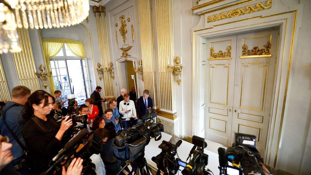 Nobelpriset i litteratur tillkännages vanligtvis vid denna dörr i Börshuset, av Svenska Akademiens eller ständiga sekreterare.