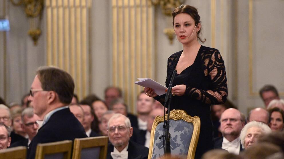 Sara Stridsberg håller sitt inträdestal vid Svenska Akademiens årliga högtidssammankomst i Börshuset i Stockholm den 20:e december
