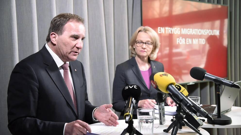 Socialdemokraternas partiledare Stefan Löfven och migrationsminister Heléne Fritzon