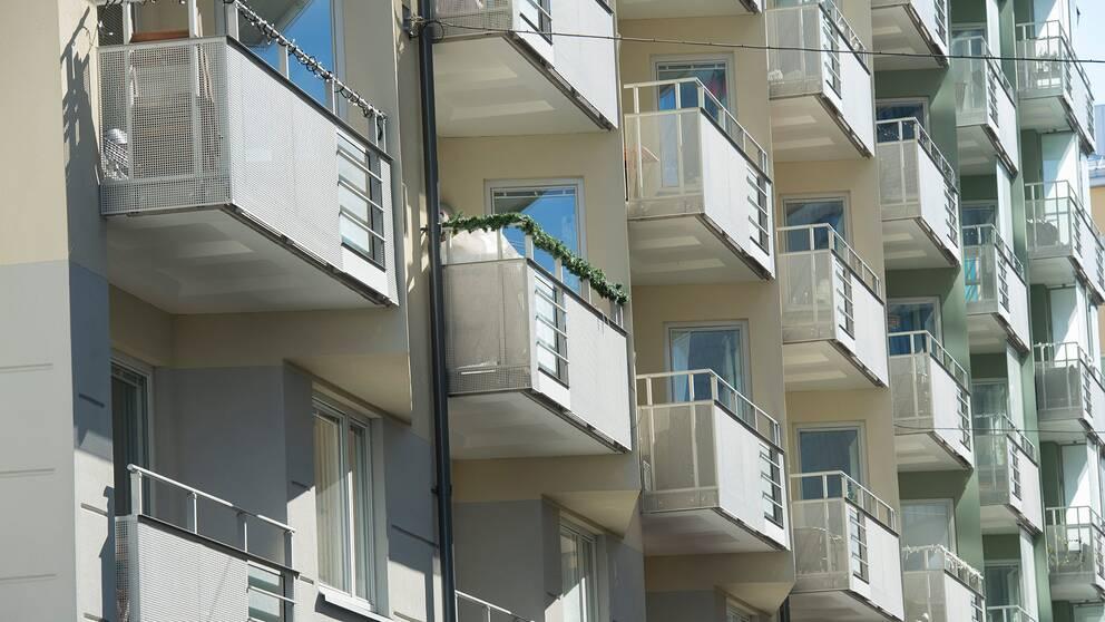 Vita balkonger.
