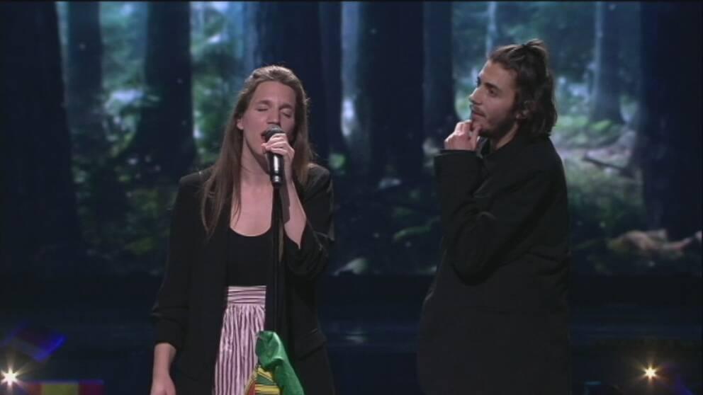 Luisa Sobral skrev Amar pelos dois som sjöngs av hennes bror Salvador Sobral.