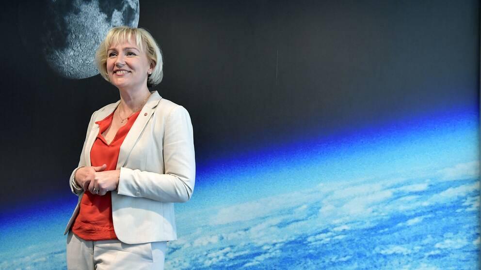 Helene Hellmark Knutsson, minister för högre utbildning- och forskning, (S) presenterar regeringens strategi för svensk rymdverksamhet vid en pressträff hos Rymdstyrelsen.