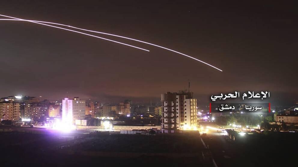 En bild från den syriska armén uppges föreställa israeliska robotar mot militära ml i Damaskus.