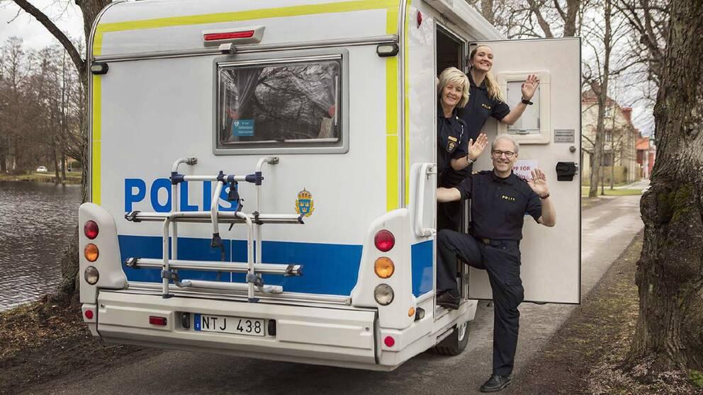 Polisen sekunder fran att ta dem