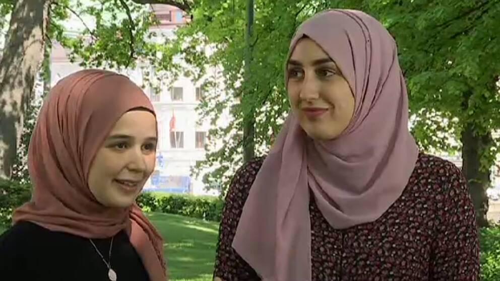 En bild på Tuba Kinali och Sumeyya Dökümcü.