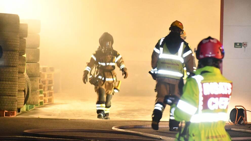 Brand i däckfirma i Staffanstorp.