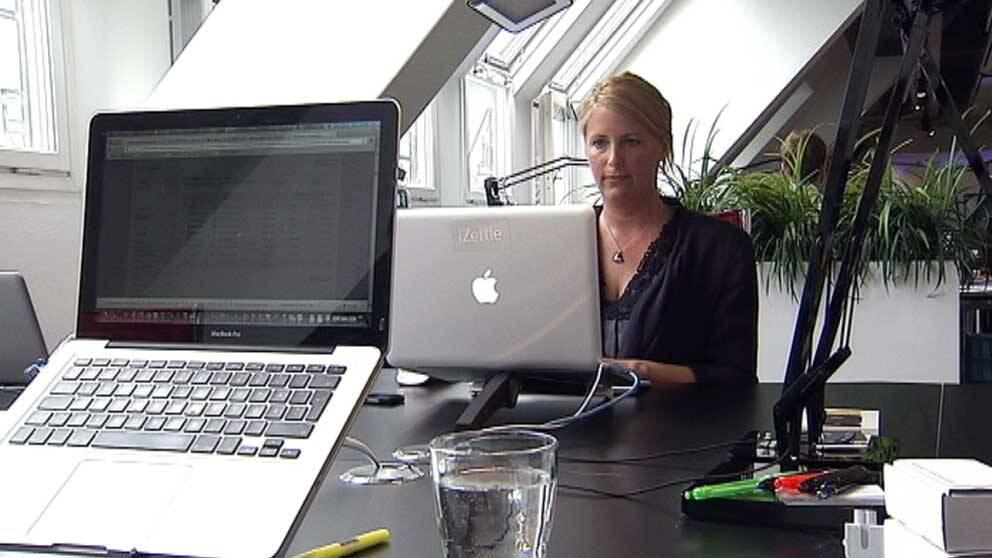 Ingrid Lindholm i kontorsmiljö.