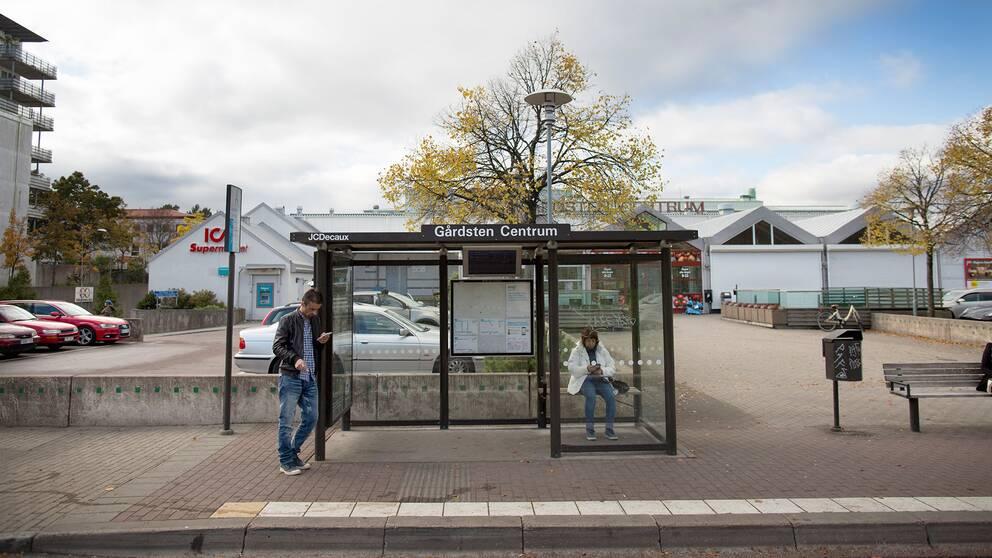 Busshållplats i Gårdstens centrum