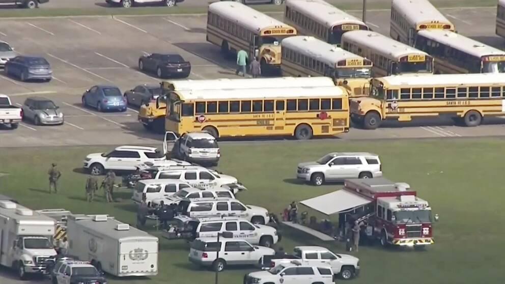 Ett stort polisuppbåd ryckte ut till gymnasieskolan i Santa Fe.