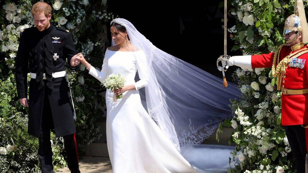 Prince Harry, hertig av Sussex och Meghan Markle, hertiginna av Sussex, lämnar kyrkan efter vigseln.