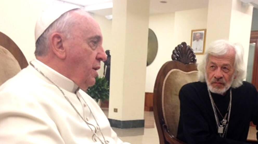 Påve Franciskus och svenske Carlos Lunas.