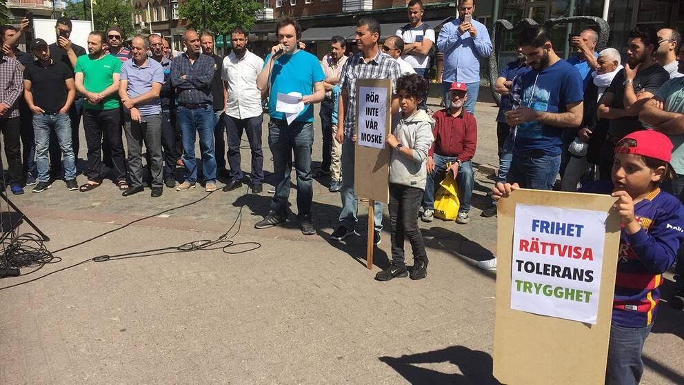 Efter fredagsbönen hölls en manifestation för religionsfrihet.