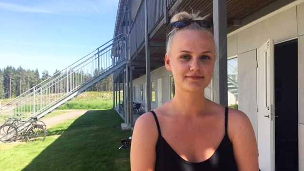 Eline Schön bor i lägenheten bredvid loftgången som rasade