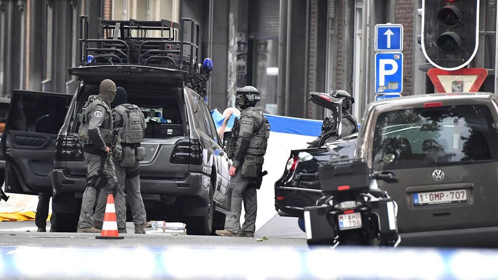 Belgisk insatsstyrka på platsen där skjutningen i Liege ägde rum.