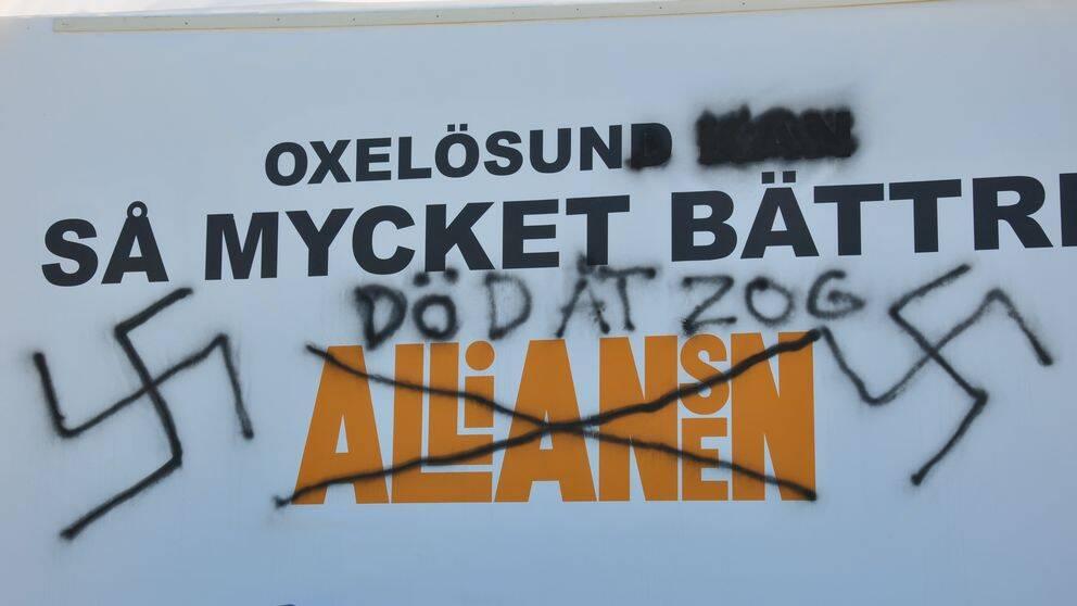 Vandaliserad alliansskylt