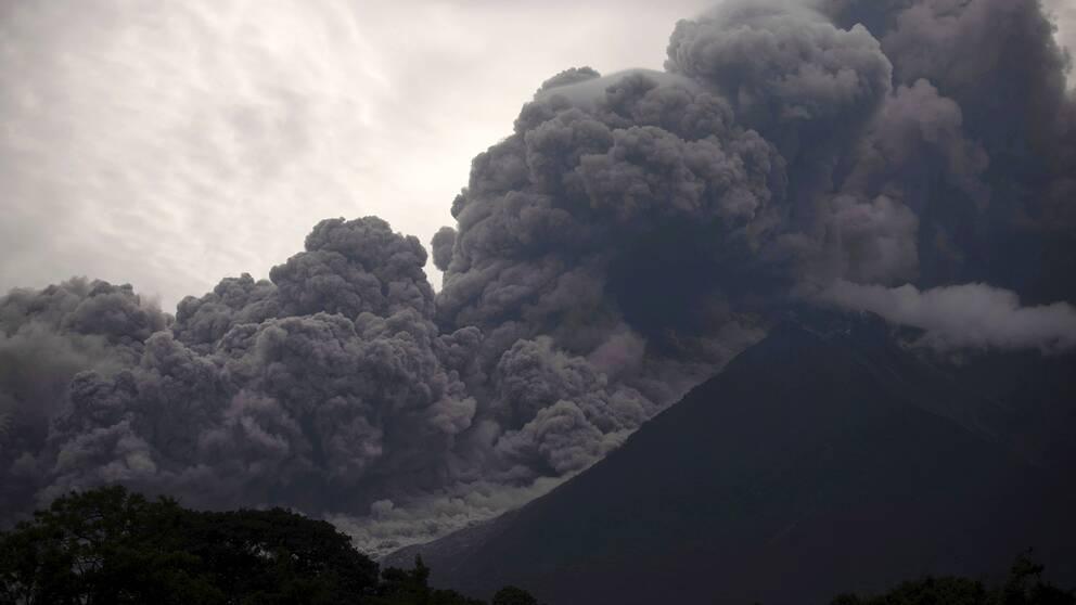 """Vulkanen Fuego i södra Guatemala kallas även för """"eldvulkanen"""" och har redan i år fått två utbrott"""