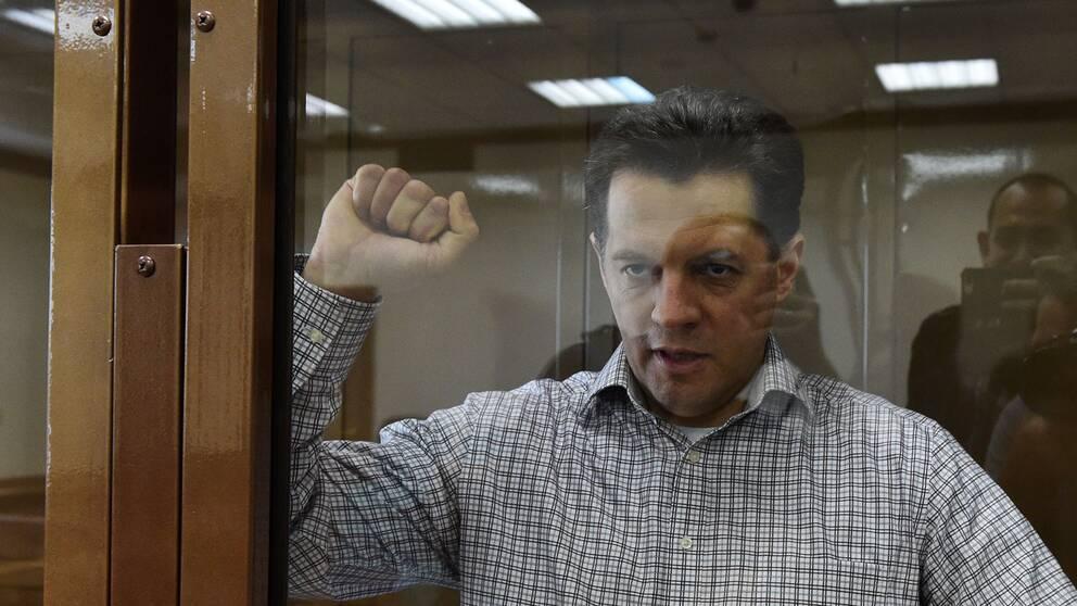 Ryssland har dömt den ukrainska journalisten Roman Susjtjenko till 12 års fängelse för spionage.